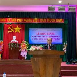 Đồng chí Phan Đình Phùng, Phó Chủ tịch Ủy ban nhân dân tỉnh Phú Yên phát biểu tại Lễ khai giảng
