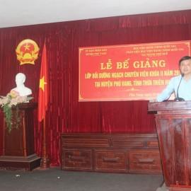 Đồng chí Lê Đức Lộc, Phó Chủ tịch Ủy ban nhân dân huyện Phú Vang phát biểu