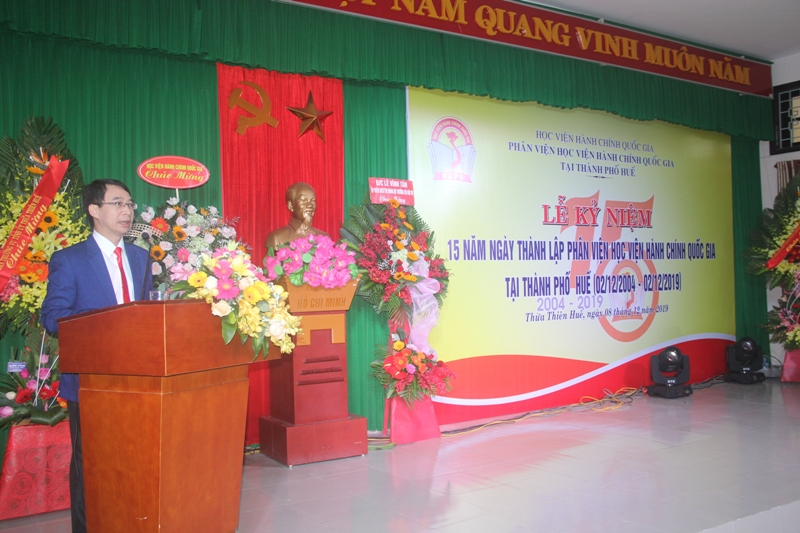 PGS.TS. Lương Thanh Cường, Phó Giám đốc Học viện Hành chính Quốc gia, Phụ trách Phân viện Huế trình bày diễn văn kỷ niệm