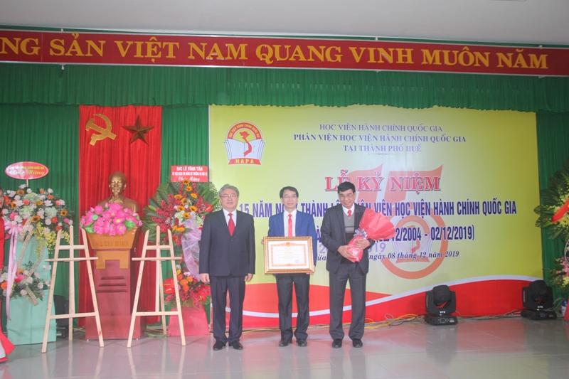 Phân viện Huế nhận bằng khen của Thủ tướng Chính Phủ và Bộ trưởng Bộ Nội vụ trao tặng