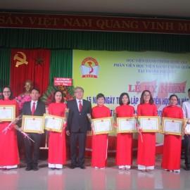 Cán bộ, công chức, viên chức, người lao động nhận bằng khen của Giám đốc Học viện