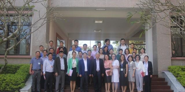 Lãnh đạo Học viện Hành chính Quốc gia cùng Lãnh đạo, cán bộ, giảng viên, người lao động Phân viện Huế chụp ảnh lưu niệm