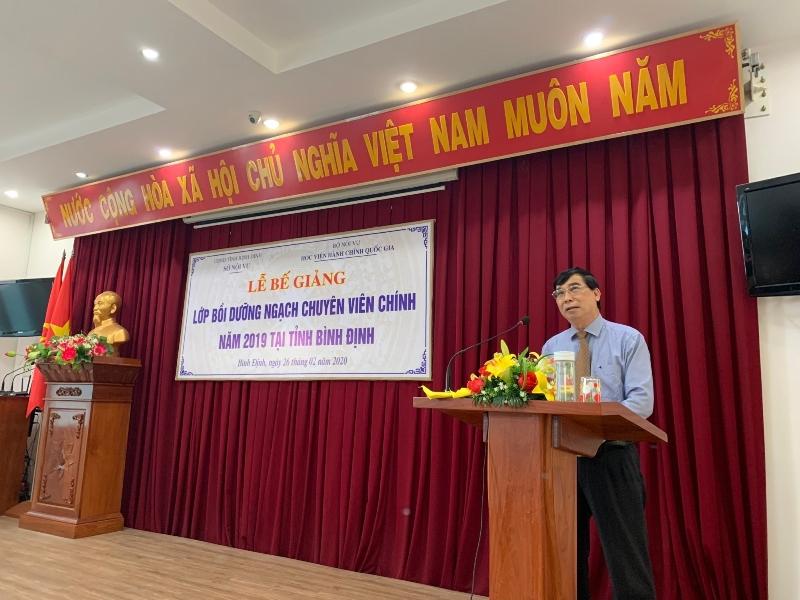 TS. Ngô Văn Trân, Phó Giám đốc Thường trực Phân viện Huế phát biểu bế giảng lớp học