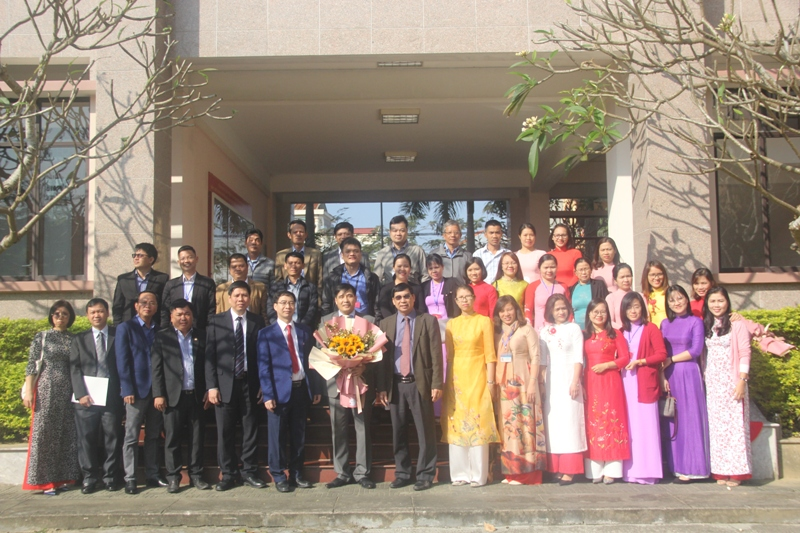 Lãnh đạo Học viện cùng toàn thể cán bộ, công chức, viên chức người lao động của Phân viện Huế chụp ảnh lưu niệm