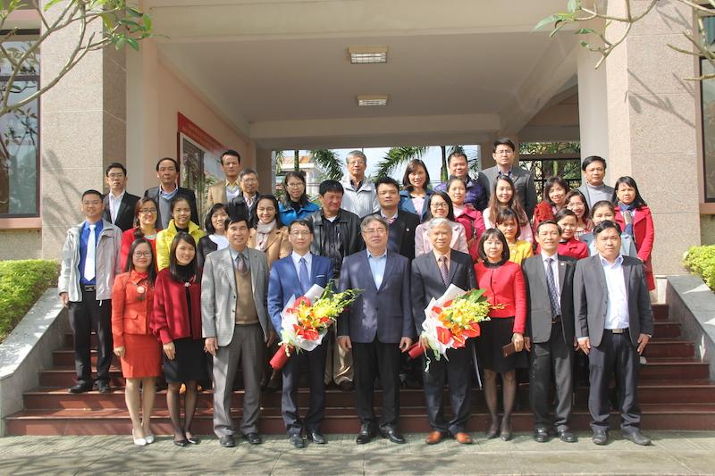 Ban Giám đốc Học viện Hành chính Quốc gia chụp ảnh lưu niệm cùng toàn thể cán bộ, giảng viên, người lao động Cơ sở Học viện trong chuyến thăm và làm việc tại Cơ sở Học viện (19/12/2017)