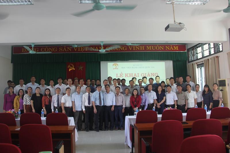 Khai giảng lớp Bồi dưỡng lãnh đạo, quản lý cấp huyện năm 2018 tại Phân viện Huế (02/11/2018)
