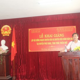 Đồng chí Lê Đức Lộc, Phó Chủ tịch Ủy ban nhân dân huyện Phú Vang phát biểu Khai giảng khóa học