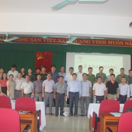 Lãnh đạo, giảng viên, cán bộ và các học viên chụp ảnh lưu niệm
