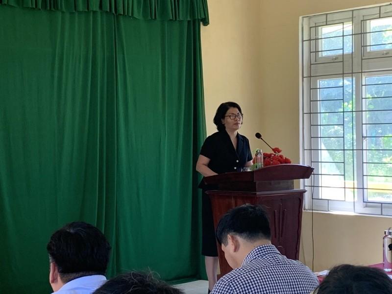 ThS. Phan Thị Thanh Hương, Trưởng phòng Quản lý Đào tạo và Phát triển nhân lực Hành chính công bố quyết định liên quan đến kỳ thi