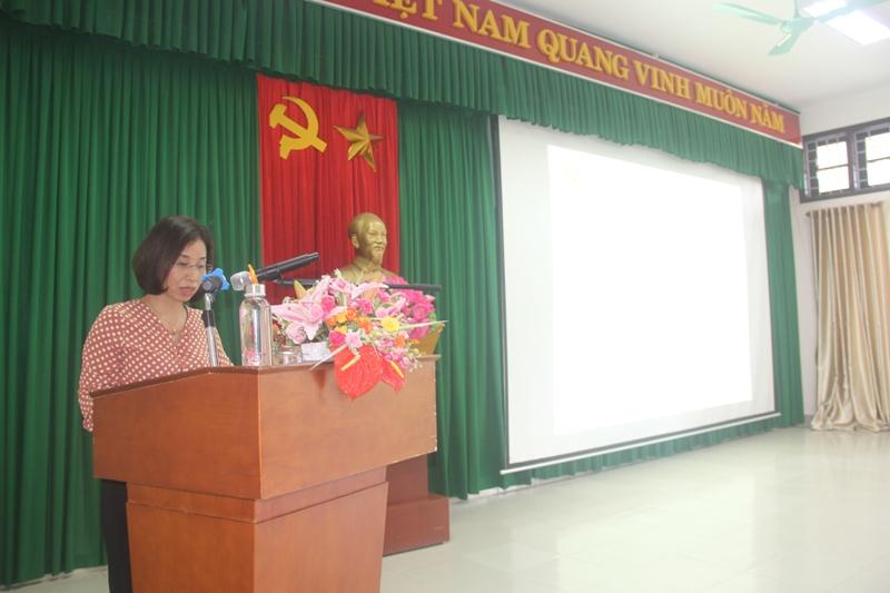 ThS. Trịnh Thị Phúc, Phó Trưởng phòng TC-HC Phân viện Huế công bố các Quyết định cấp Chứng chỉ