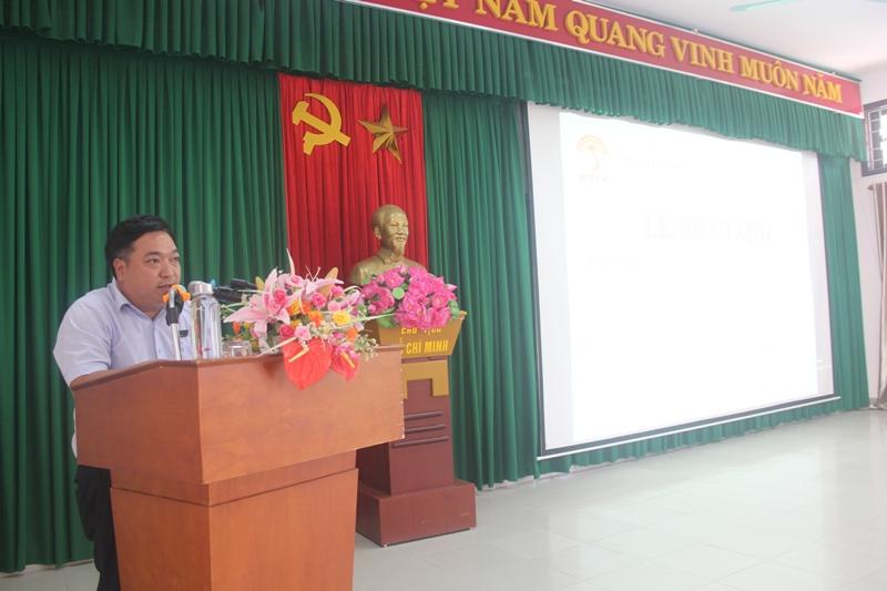ThS. Lê Văn Lộc, Phó Trưởng phòng Quản lý đào tạo, bồi dưỡng Phân viện Huế công bố các Quyết định cấp Chứng chỉ