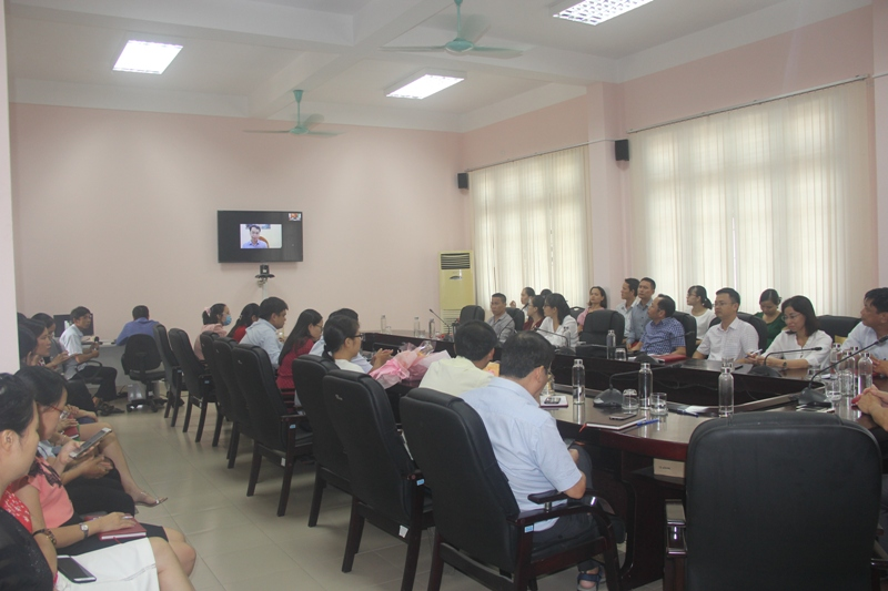 PGS.TS. Lương Thanh Cường, Phó Giám đốc Học viện, phụ trách Phân viện Huế chủ trì cuộc họp