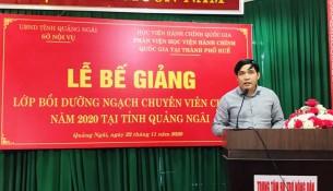 PGS.TS. Nguyễn Hoàng Hiển, Phó Giám đốc Phân viện Học viện Hành chính Quốc gia tại thành phố Huế phát biểu bế giảng lớp học