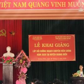 ThS.Mai Thị Phương Dung, Trưởng phòng Quản lý Đào tạo, bồi dưỡng Phân viện Huế Công bố các Quyết định mở lớp