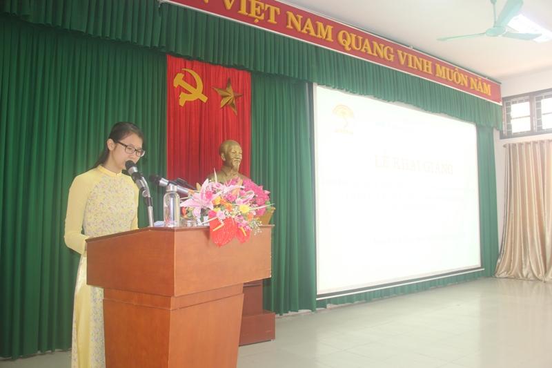 ThS. Mai Thị Phương Dung, Trưởng phòng Quản lý đào tạo, bồi dưỡng, Phân viện Huế công bố các Quyết định mở lớp