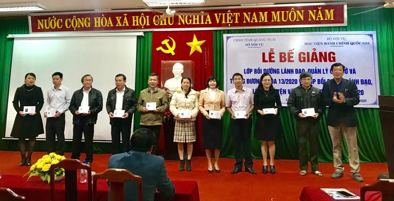 Đ/c Đoàn Dụng - Giám đốc Sở Nội vụ tỉnh Quảng Ngãi phát biểu tại buổi Lễ và phát chứng chỉ cho học viên hoàn thành khóa học