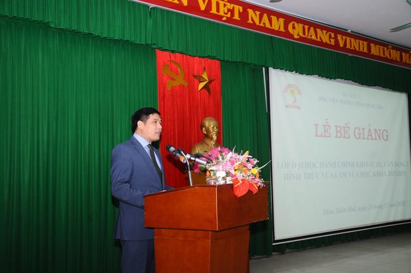 PGS. Nguyễn Hoàng Hiển - Phó Giám đốc Phân viện Huế phát biểu Bế giảng lớp học