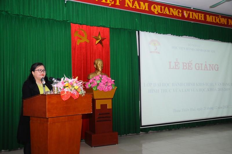 TS. Nguyễn Thị Sửu - Tỉnh Ủy viên, Bí thư Huyện ủy A Lưới phát biểu tại Lễ Bế giảng