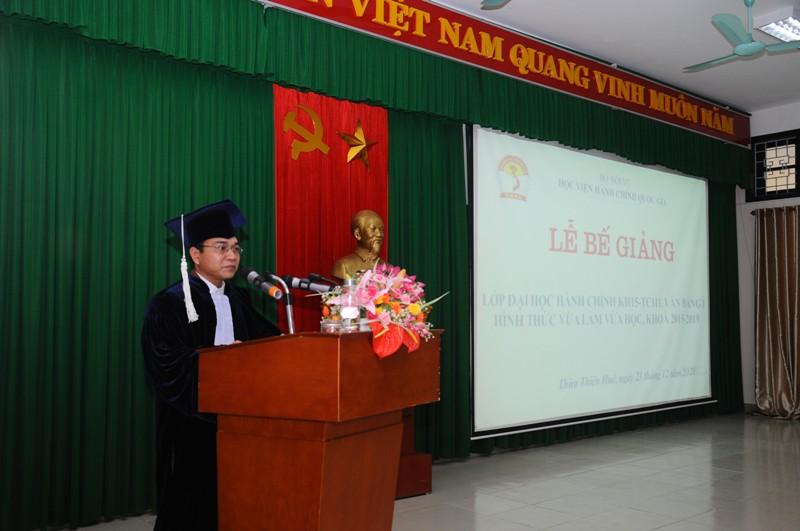 Sinh viên Hồ Văn Sáu - Đại diện cho lớp KH15-TC111 phát biểu tri ân tại Lễ Bế giảng