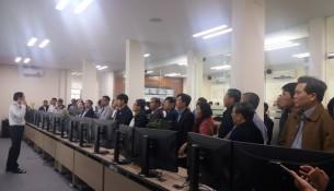 Ông Nguyễn Dương Anh – Giám đốc HueIOC giới thiệu về  quá trình xây dựng và vận hành Trung tâm
