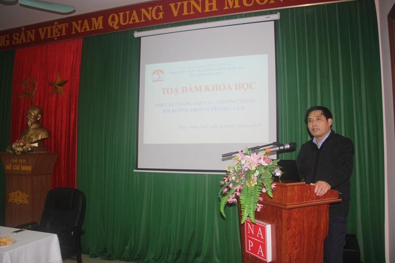 PGS.TS.Nguyễn Hoàng Hiển - Phó Giám đốc Phân viện Huế chủ trì Tọa đàm khoa học