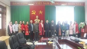 Lãnh đạo Phân viện, các Trưởng, Phó các Phòng/Bộ môn cùng các giảng viên, chuyên viên của Phân viện chụp ảnh lưu niệm