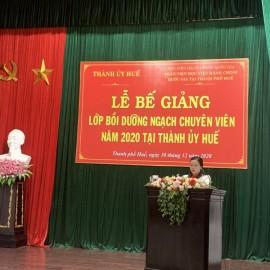 Giáo viên chủ nhiệm hai lớp - Dương Thị Ngọc Hà, công bố các Quyết định cấp Chứng chỉ, khen thưởng của Giám đốc Học viện