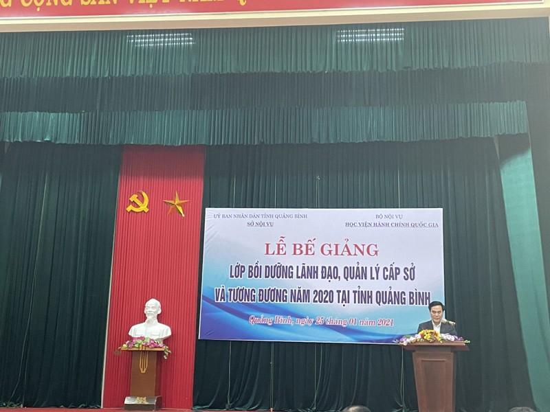 Đại diện học viên lớp Bồi dưỡng lãnh đạo cấp Sở tỉnh Quảng Bình phát biểu tri ân