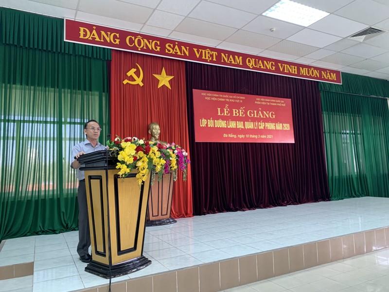 PGS.TS. Nguyễn Ngọc Hòa – Phó Giám đốc Học viện Chính trị khu vực III  phát biểu tại Lễ Bế giảng