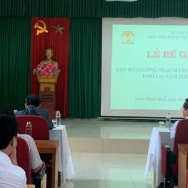 TS. Trần Hải Định - Giáo viên chủ nhiệm đọc báo cáo tổng kết lớp học