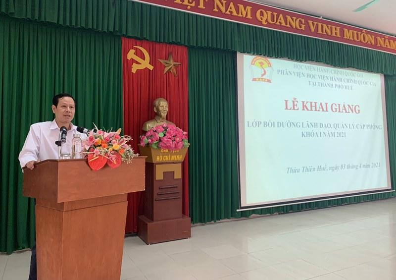Đ/c Vũ Văn Minh - Ủy viên Ban cán sự Đảng, Phó Chánh Tòa án nhân dân tỉnh Thừa Thiên Huế phát biểu tại Lễ khai giảng