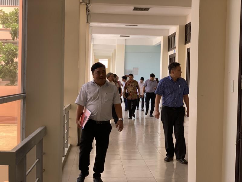 Giám đốc Học viện cùng Đoàn Khảo sát kiểm tra thực trạng cơ sở vật chất  tại Giảng đường B của Phân viện Học viện tại TP.Huế