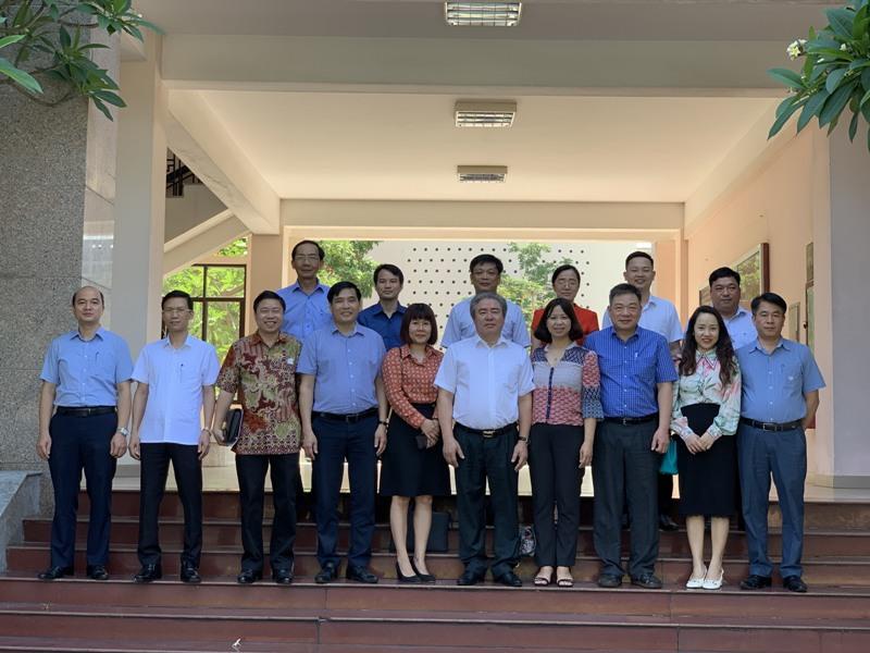 Đoàn Khảo sát chụp ảnh lưu niệm cùng lãnh đạo Học viện và Phân viện