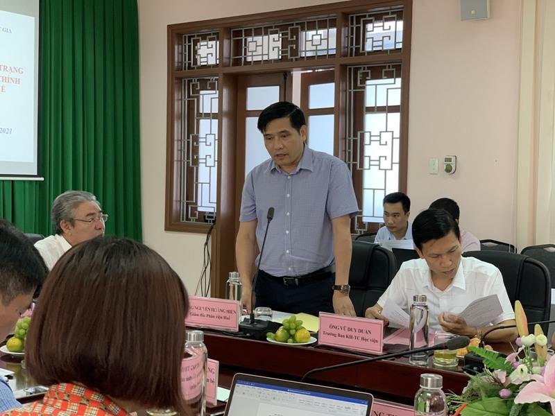 PGS.TS. Nguyễn Hoàng Hiển - Giám đốc Phân viện Học viện TP.Huế trình bày Báo cáo tình hình hoạt động của Phân viện