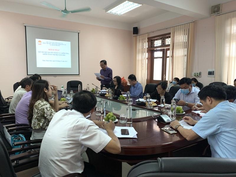 TS. Phùng Văn Hiền – Phó trưởng Ban Kế hoạch - Tài chính, Tổ phó đọc quyết định thành lập tổ xét duyệt quyết toán và kiểm tra, kiểm toán nội bộ năm 2020