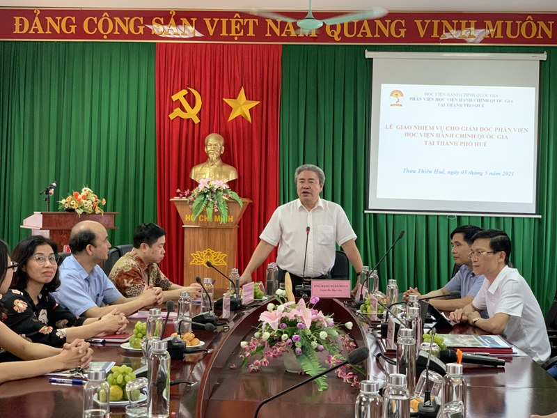 TS. Đặng Xuân Hoan – Giám đốc Học viện Hành chính Quốc gia phát biểu tại Lễ giao nhiệm vụ