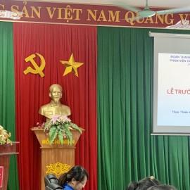 Đ/c Nguyễn Thị Thủy thay mặt các đoàn viên trưởng thành phát biểu tại buổi lễ