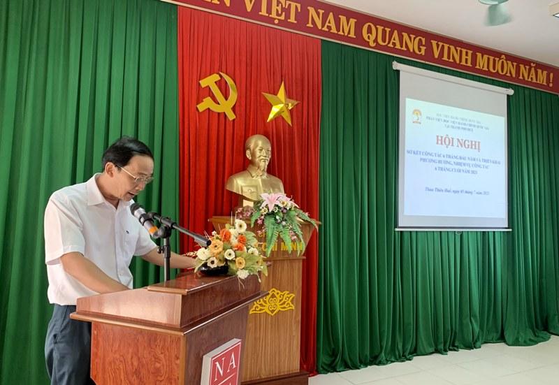 ThS. Đặng Văn Minh – Trưởng phòng Tổ chức - Hành chính trình bày Dự thảo Báo cáo sơ kết 06 tháng đầu năm và triển khai phương hướng, nhiệm vụ công tác 06 tháng cuối năm 2021