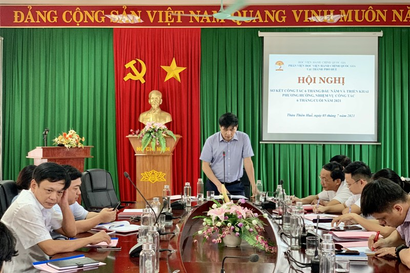PGS.TS. Nguyễn Hoàng Hiển - Giám đốc Phân viện Học viện tại TP. Huế kết luận tại Hội nghị