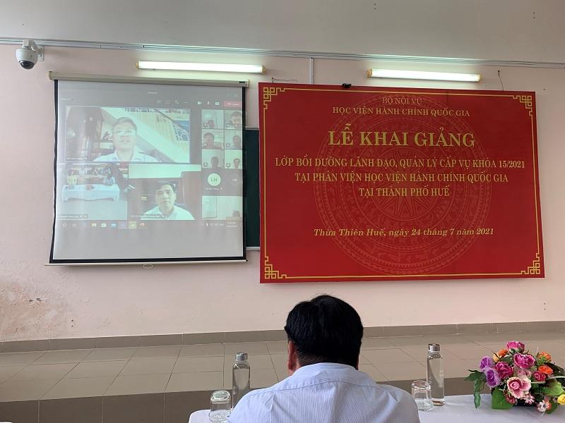 Đồng chí Đỗ Việt Cường – Chánh Thanh tra Ngân hàng nhà nước Chi nhánh Huế  đại diện cho các học viên phát biểu tại Lễ Khai giảng
