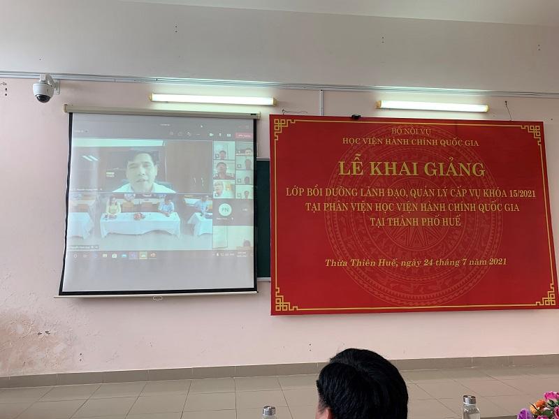 PGS.TS. Nguyễn Hoàng Hiển – Giám đốc Phân viện Học viện tại TP.Huế  phát biểu khai giảng khóa học trên hệ thống trực tuyến của Học viện