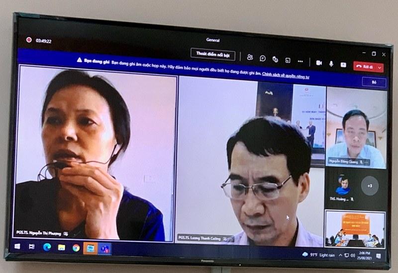 PGS.TS. Nguyễn Thị Phượng – Giảng viên cao cấp, Học viện Hành chính Quốc gia đánh giá luận văn cho học viên tại điểm cầu trực tuyến