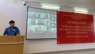 PGS.TS. Nguyễn Hoàng Hiển – Giám đốc Phân viện Học viện tại TP.Huế  phát biểu khai giảng khóa học