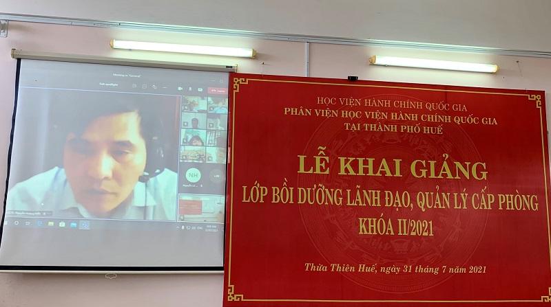 PGS.TS. Nguyễn Hoàng Hiển – Giám đốc Phân viện Học viện tại TP. Huế  phát biểu khai giảng khóa học tại điểm cầu trực tuyến