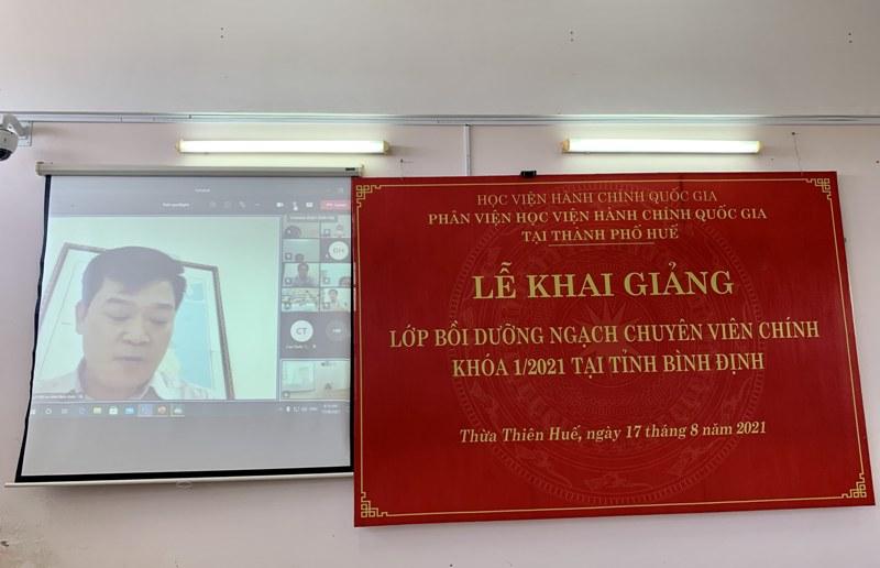 Đ/c Trịnh Xuân Long – Phó Giám đốc Sở Nội vụ tỉnh Bình Định phát biểu tại Lễ khai giảng