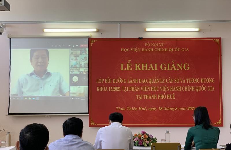 Đồng chí Trần Hữu Anh – Phó Giám đốc Sở Nội vụ tỉnh Quảng trị,  đại diện cho các học viên phát biểu tại Lễ Khai giảng