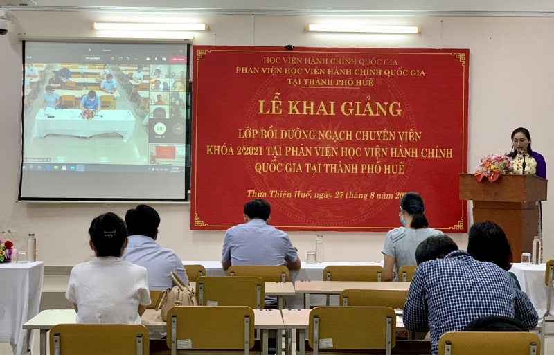 ThS. Trần Thị Thúy Loan – Phòng Tổ chức – Hành chính điều hành buổi Lễ Khai giảng