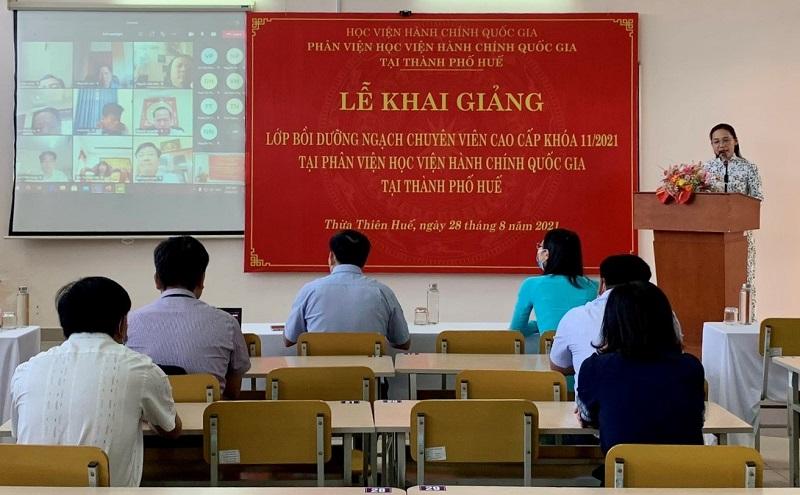 ThS. Trần Thị Thúy Loan – Phòng Tổ chức – Hành chính điều hành buổi Lễ