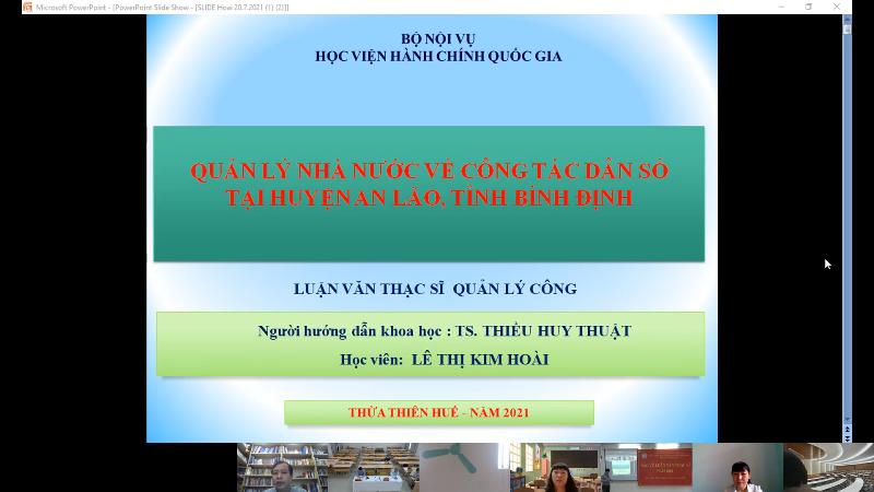 Các học viên trình bày luận văn tại các điểm cầu trực tuyến