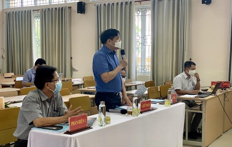 PGS.TS. Nguyễn Hoàng Hiển - Giám đốc Phân viện Học viện tại TP.Huế đánh giá luận văn cho học viên tại điểm cầu Phân viện Học viện tại TP.Huế